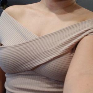 Mini bodycon ribbed nude dress!